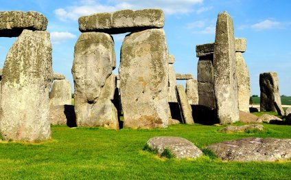 Book from 19 Stonehenge tours