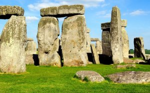 Tours to Stonehenge from London